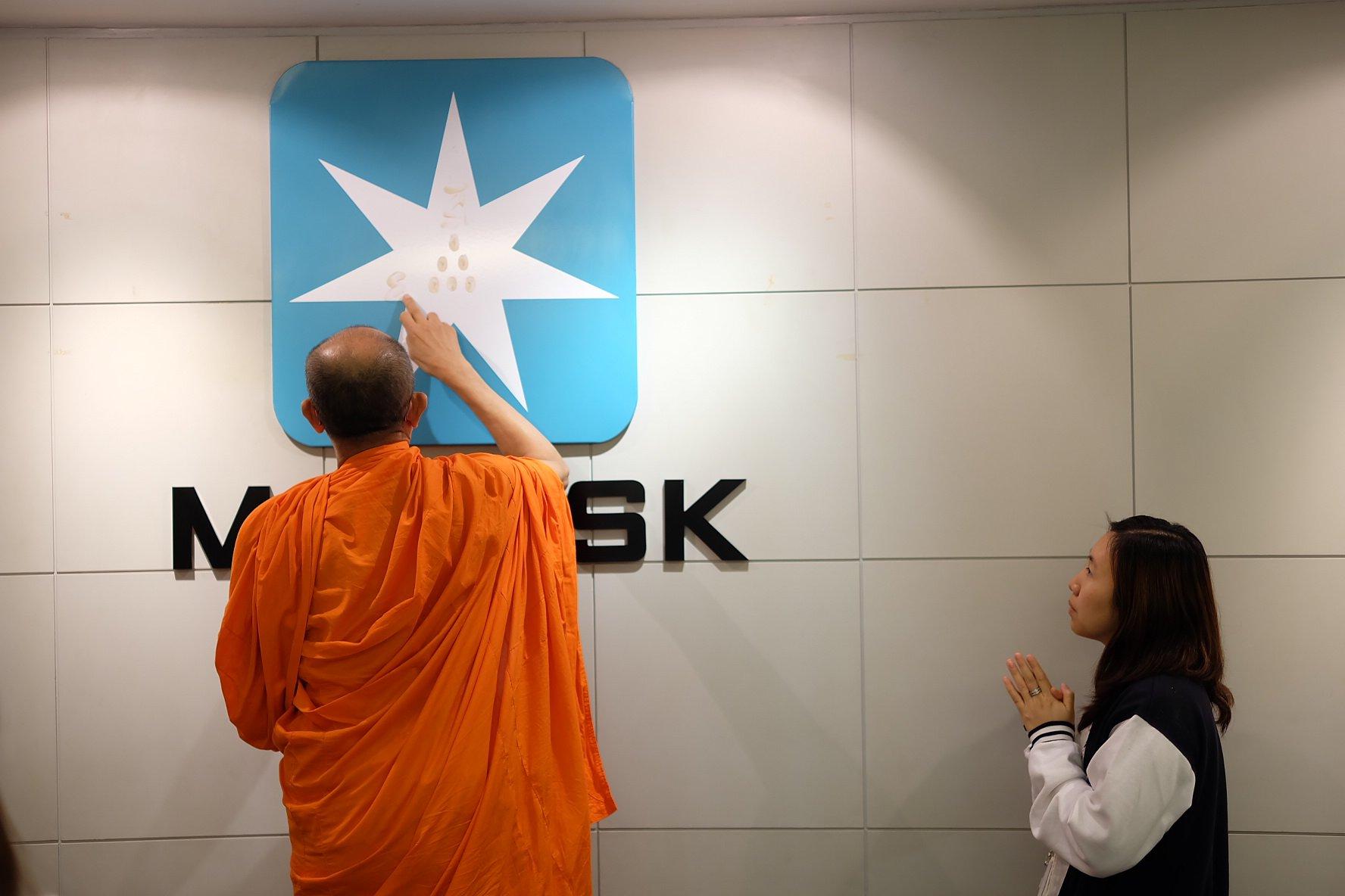 ทำบุญบริษัท Maersk Line @Empire Tower